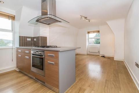 2 bedroom apartment to rent - High Road, Loughton