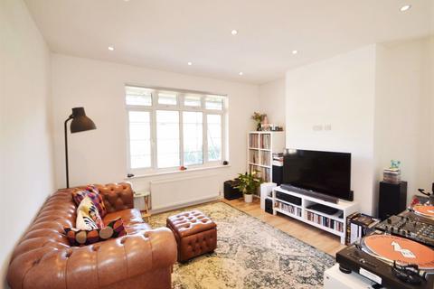 2 bedroom flat to rent - Risborough Close, London