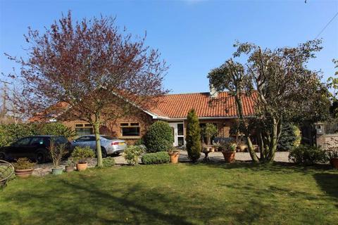 4 bedroom detached bungalow for sale - Main Road, Burton Pidsea, East Yorkshire