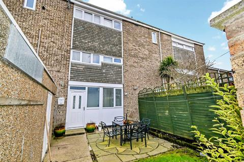 4 bedroom terraced house for sale - Perran Close, HULL