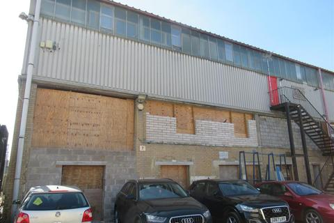 Industrial unit to rent - Riverside Yard, London