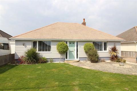 3 bedroom detached bungalow for sale - Heathwood Avenue, Barton On Sea, Hampshire