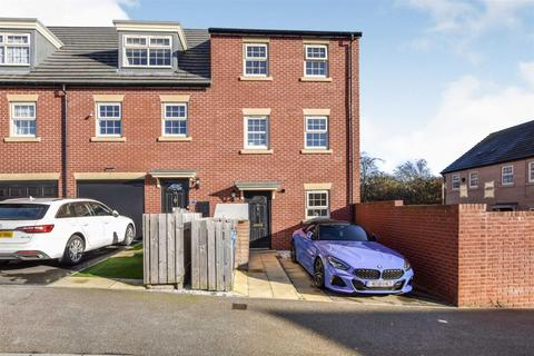 2 bedroom townhouse for sale - Boothferry Park Halt, Hull