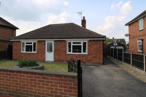 2 bedroom bungalow for sale - Eton Avenue, Newark