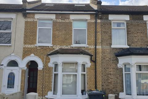 2 bedroom flat to rent - Selby Road, Leytonstone, E11