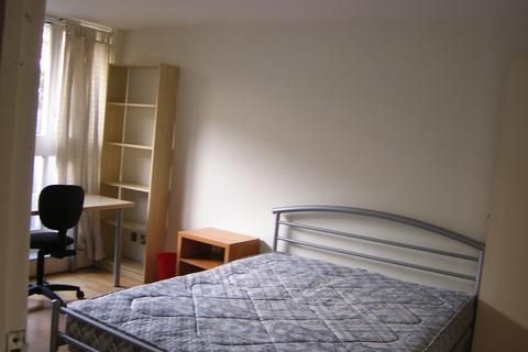 3 bedroom flat to rent - Thomas More Street, London, E1W