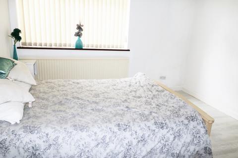 2 bedroom bungalow to rent - Rainham Road,  Rainham, RM13