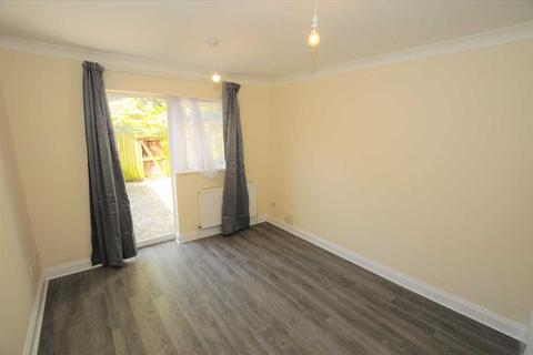 2 bedroom apartment to rent - Ivy Crescent, Chiswick