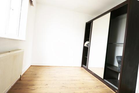 2 bedroom flat to rent - park lane,  Hornchurch, RM11