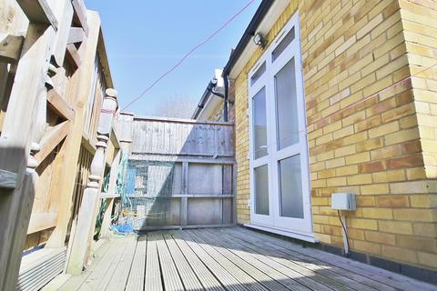 2 bedroom ground floor flat to rent - Browning Road, London, E12 6PB