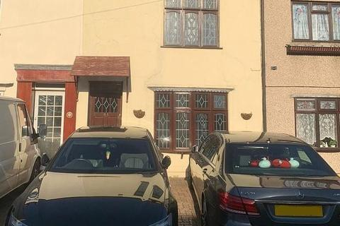 3 bedroom house to rent - Aveley Road, Romford, RM1