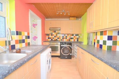 3 bedroom house to rent - West Road, Romford, RM7