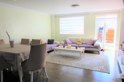 3 bedroom maisonette for sale - Moorfield Road EN3