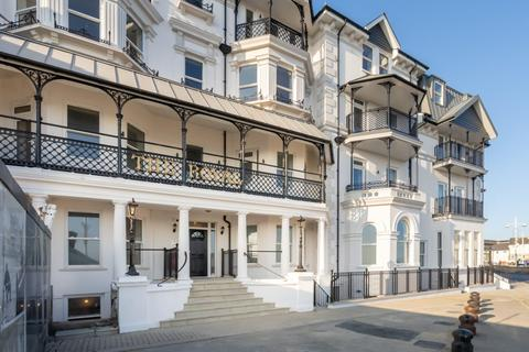 1 bedroom apartment for sale - The Royal, The Esplanade, Bognor Regis, West Sussex. PO21 1GH