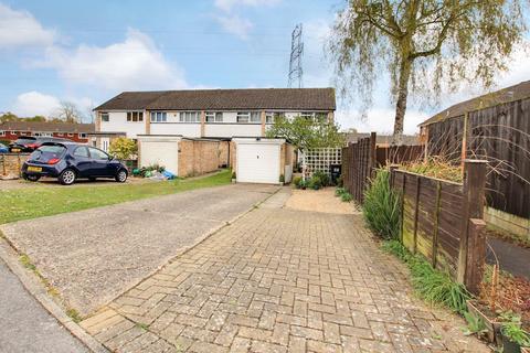 3 bedroom end of terrace house for sale - Hazel Drive, Woodley, Reading, RG5