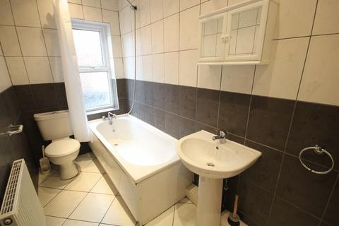 4 bedroom house to rent - Wetherby Grove, Leeds