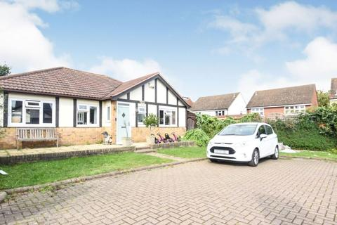 3 bedroom bungalow to rent - Berwick Pond Close Rainham RM13