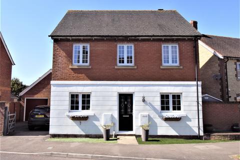 4 bedroom detached house for sale - Marlott Road, Gillingham. Popular Location