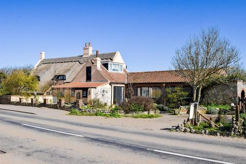 4 bedroom detached house for sale - Old Manor House, Coast Road, Walcott, Norwich