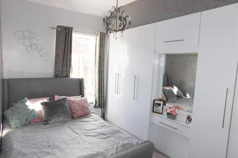1 bedroom in a house share to rent - Clark Street, London