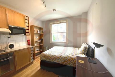 Studio to rent - Warbeck Road, Shepherds Bush, W12