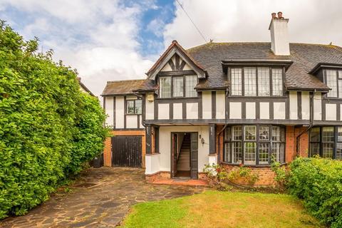6 bedroom cottage for sale - Grange Crescent, Chigwell