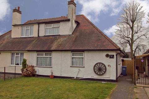 3 bedroom bungalow for sale - Manor Waye, Uxbridge, UB8