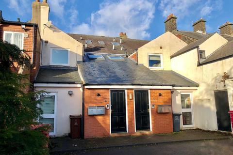 Studio to rent - High Street, Penistone, Sheffield, S36 6BR
