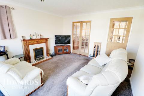 3 bedroom detached bungalow for sale - Red House Close, Lowestoft