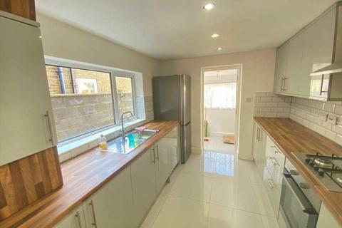 4 bedroom terraced house to rent - Sutherland Road, London