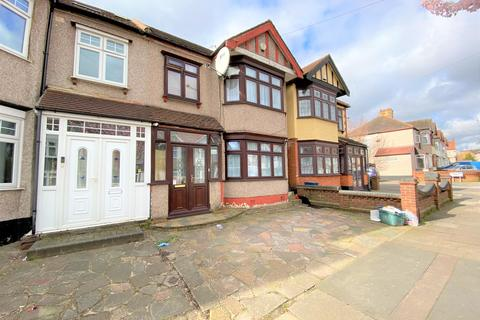 3 bedroom terraced house to rent - Springfield Drive, Gants Hill, IG2