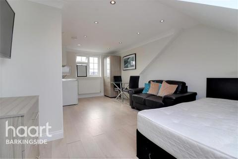 Studio to rent - Yoxley Drive - Gants Hill - IG2