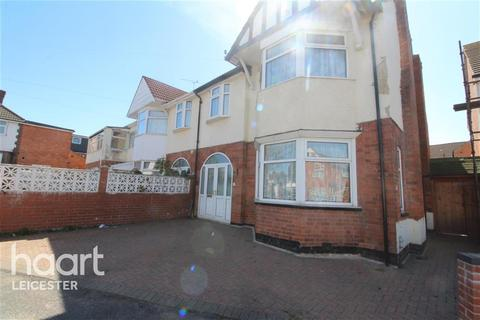 1 bedroom in a house share to rent - Evington Drive