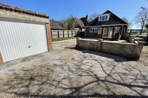 4 bedroom bungalow to rent - Magna Road, Bournemouth
