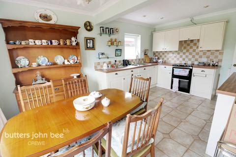 2 bedroom detached bungalow for sale - Pit Lane, Crewe
