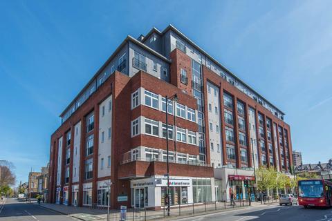 1 bedroom flat for sale - Manor Road, Wallington
