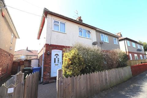 3 bedroom semi-detached house for sale - Milner Place, Bridlington