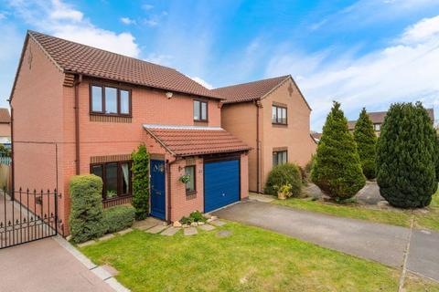3 bedroom detached house for sale - 18 Hale Close, Lincoln LN2 4TZ