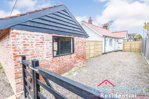 2 bedroom bungalow for sale - Moor Road, Sutton