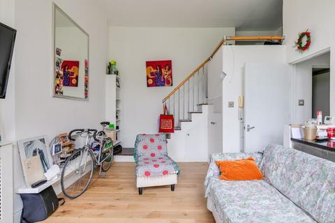 Studio to rent - Warwick Road, Earl's Court, SW5