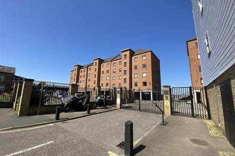 2 bedroom apartment to rent - West Street, Gravesend