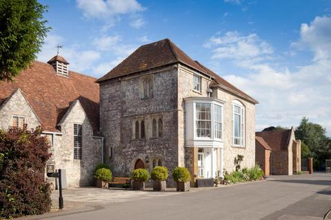 4 bedroom maisonette for sale - The Close, Salisbury