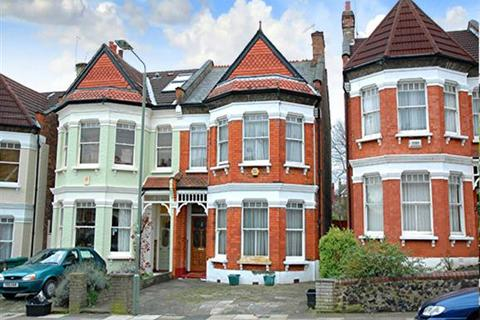 4 bedroom semi-detached house to rent - Wilton Road, Muswell Hill, London N10