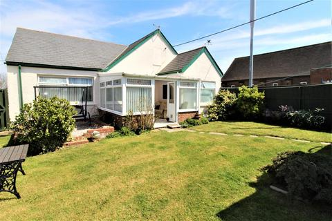 2 bedroom bungalow for sale - Wards Hill Road, Minster On Sea, Sheerness