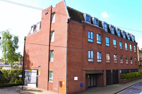 3 bedroom flat to rent - Eastwood Close, South Woodford, E18