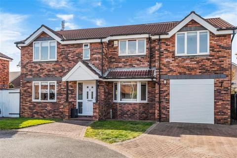 5 bedroom detached house for sale - Crawshaw Avenue, Beverley, East Yorkshire, HU17 7QW