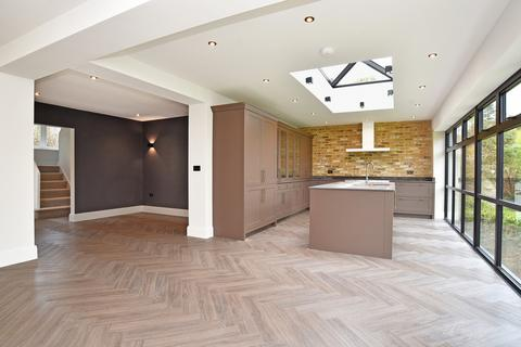 4 bedroom semi-detached house for sale - Dorset Crescent, Harrogate
