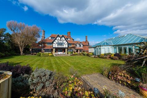 5 bedroom detached house for sale - Aldwick Bay, West Sussex, PO21