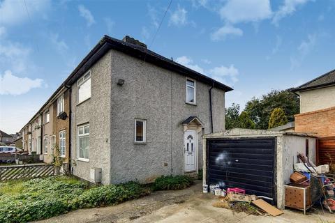 2 bedroom end of terrace house for sale - Davington Road, Dagenham