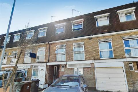 4 bedroom terraced house for sale - Victoria Road, Dagenham
